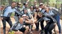 Imagem com os coordenadores do Projeto, com as mãos umas sobre as outras, muito emocionados, como quem grita Todos Juntos Somos Fortes!!!