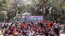 imagem mostra integrantes do Projeto DV na Trilha e do Na Bike com Dv reunidos para o partiu!
